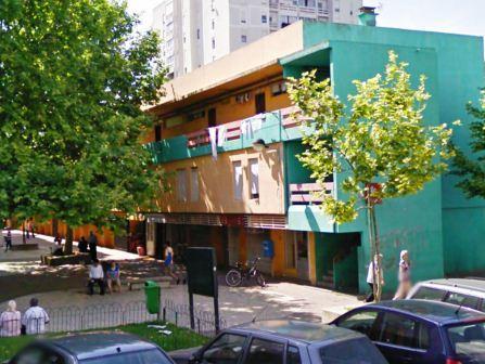 Fotografia da fachada do edifício do Lar Residencial