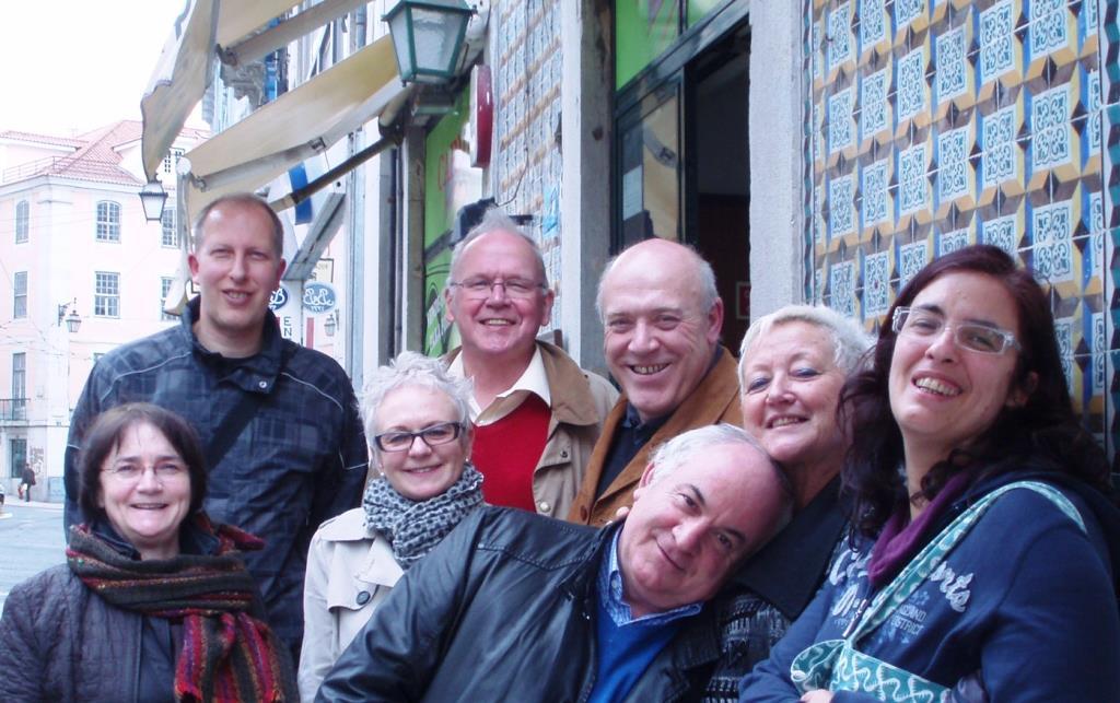 Fotografia de toda a comitiva, numa rua de Lisboa