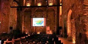 Fotografia do interior do Teatro Thalia